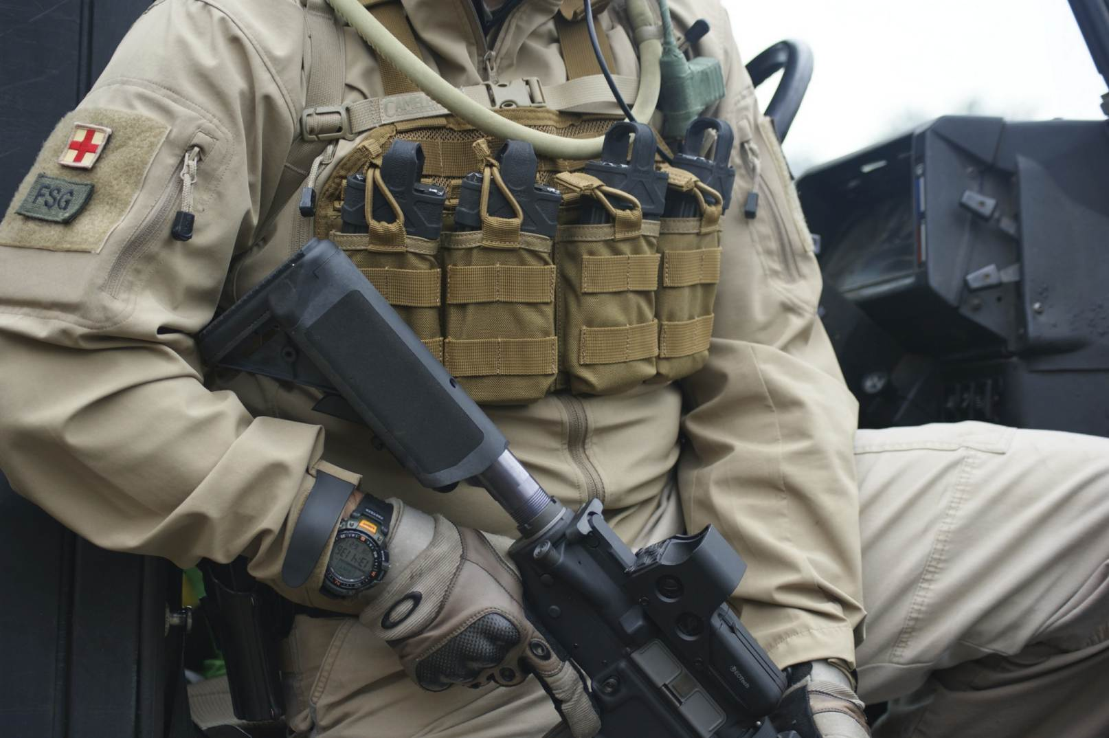S8pmc eu wp Content uploads 2012 06 volk Tactical Gear 20 additionally 36 moreover  in addition  likewise Harris So  Radios. on tactical radio operator